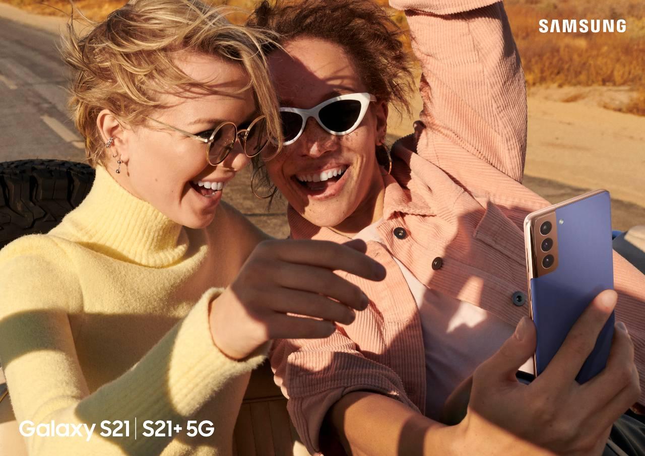 galaxy-s21-baseplus_lifestyle_04_2p-rgb_201214-(2).jpg